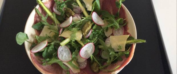 Salad of beef tongue, green vegetables, wild garlic vinaigrette